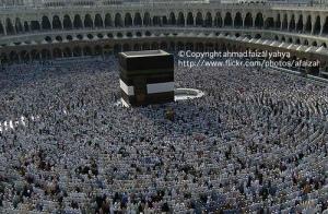 Ummat Islam solat di sekeliling Kaabah