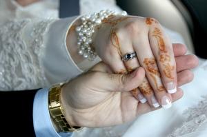 Pernikahan merupakan jalinan cinta dan tanggungjawab.  Gambar hiasan