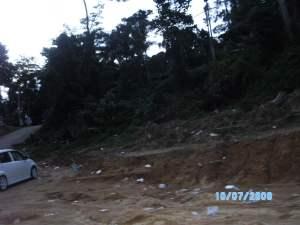 Sampah menghiasi persekitaran Lata Rek
