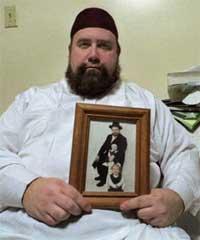 Seorang Yahudi yang memeluk Islam.  Allahuakbar!