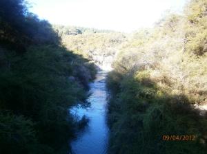 Sungai di pintu masuk ke kawasan Wai-O-Tapu