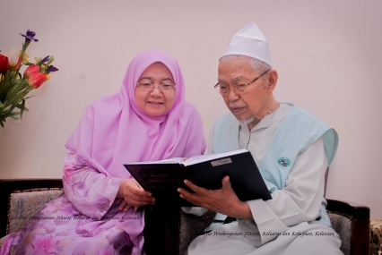 tgna-baca-kitab